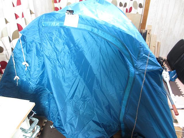 部屋にテントを張って生活する引き篭もり