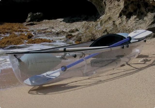 透明な船(カヤック)
